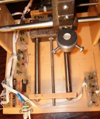 Суппорта выполнены из текстолита (с отверстиями под направляющие).  Винт - шпилька с резьбой М6 (шаг t=1мм) .